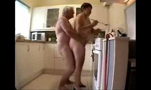 amateurs  family  granny  kitchen  old cunt
